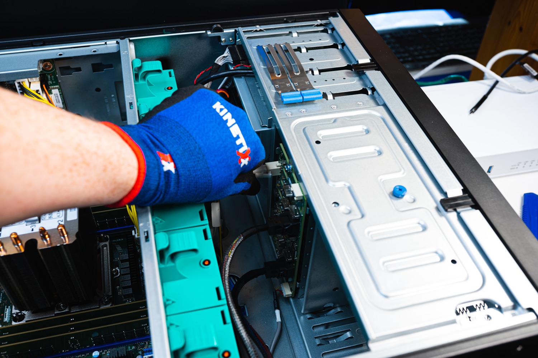 TERRA Server Hardware und KinetiXx KinetiXx x-Senso ESD Handschuh für sicheres arbeiten
